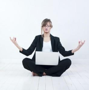 femme d'affaires et yoga
